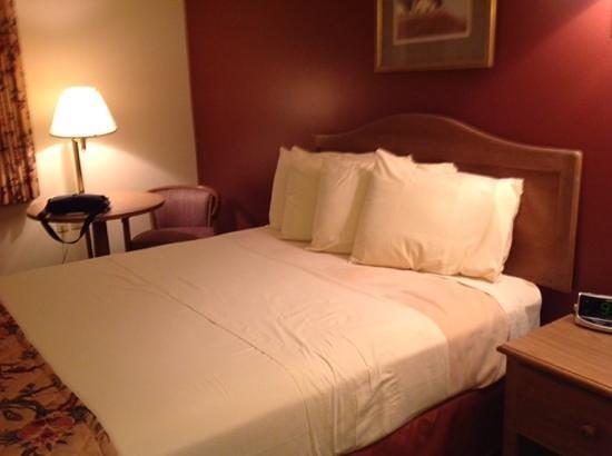 Bed at Acadia Inn