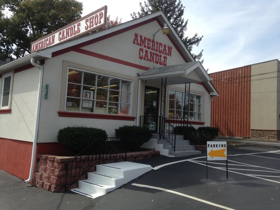 The Shoppes At American Candle: Front of American Candle