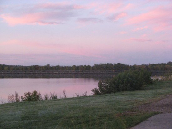 Howard Johnson Inn & Suites Miramichi : Sunrise on the Miramichi