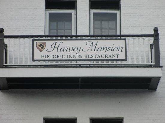 Harvey Mansion Historic Inn & Restaurant : Harvey Mansion Entrance