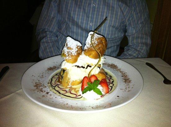 Restaurant Bouchard: Cream Puffs