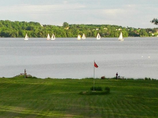 Bayside Motel : Step outside your room and watch the Sails