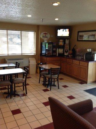 Super 8 Richlands/Claypool Hill: breakfast room
