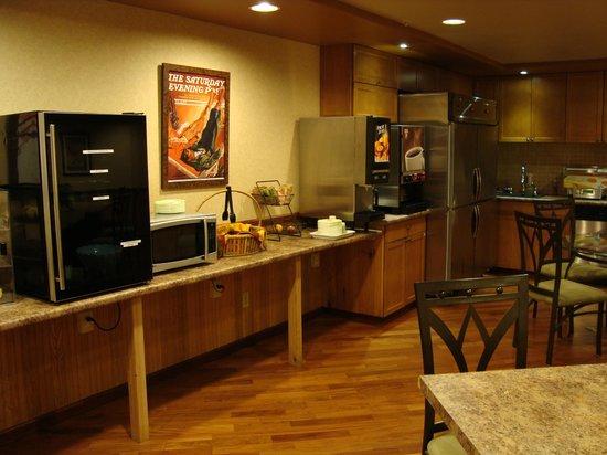 Sunapee Lake Lodge: Breakfast Counter