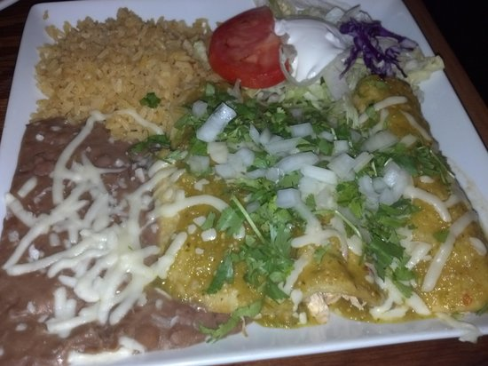 Victor's Mexican Restaurant : Victors - Verdes Chicken Enchiladas