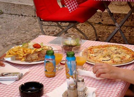 Konoba Pizzeria 'Peline': Pizza and Pork Cutlet