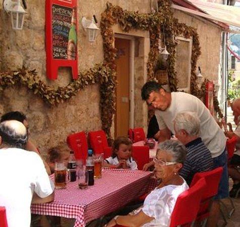 Konoba Pizzeria 'Peline': Konoba exterior and owner