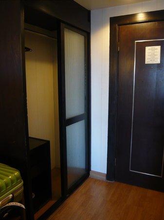 Bangkok Centre Hotel: クローゼット