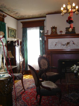 Bundy Museum of History and Art: Fireplace in the library