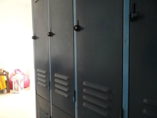 Malibu Hostel: Lockers individuales