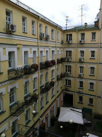 Boutique Hotel Vozdvyzhensky: Inner court