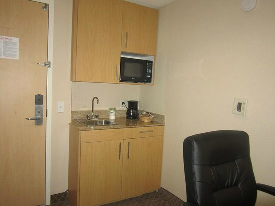Holiday Inn Express Stockton Southeast : kitchenette