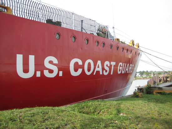 Icebreaker Mackinaw Maritime Museum Inc.: Side pic of vessel
