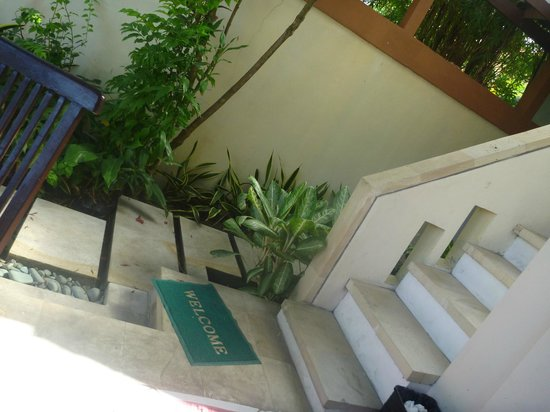 Heliconia Villas: walk way to kitchen