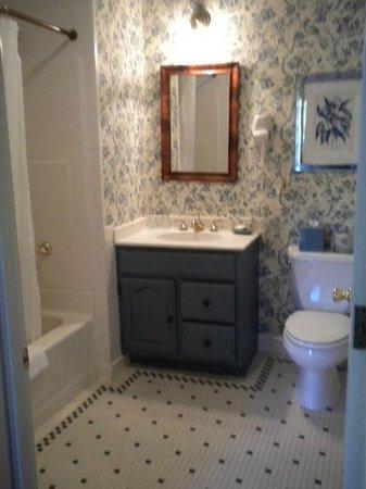 Sherwood Inn: Bathroom