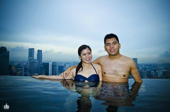 Marina Bay Sands Skypark: Swimming at MBS Infinity pool