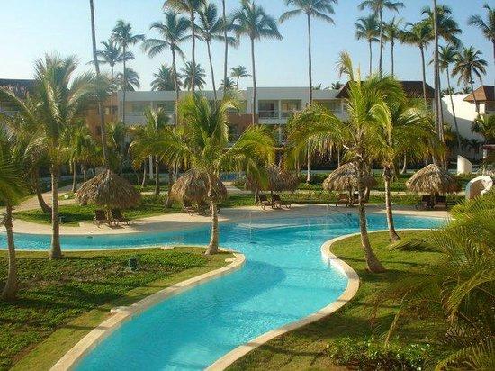 Secrets Royal Beach Punta Cana: VIEW OF POOL