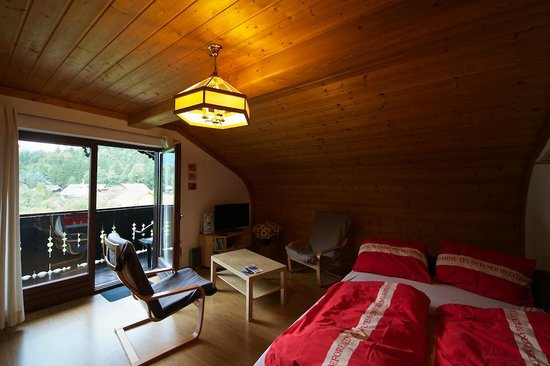 Haus Marie: Wide-angled view of our top-floor room Dachstein