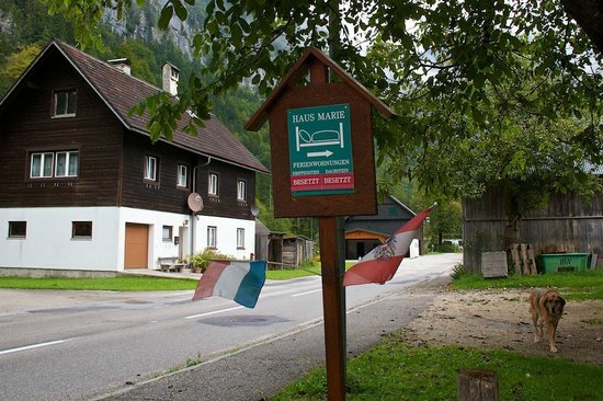Haus Marie: Sign to look for when driving from Halstatt