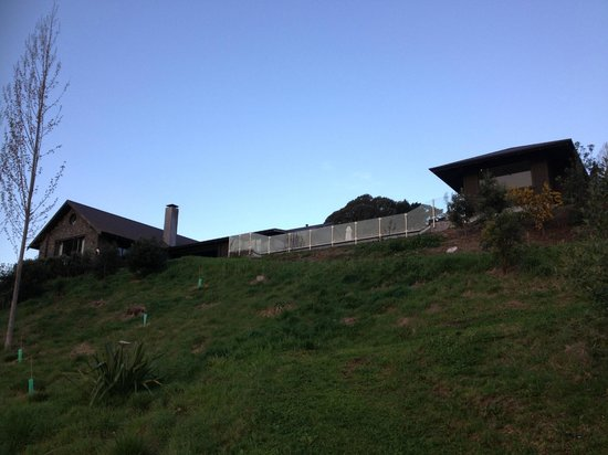 Black Barn Retreats : View of the house from riverfront