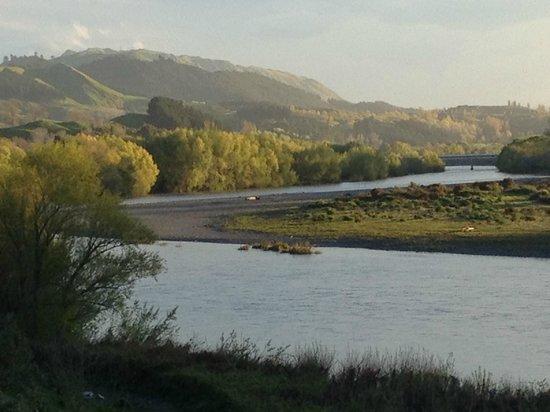 Black Barn Retreats : The river