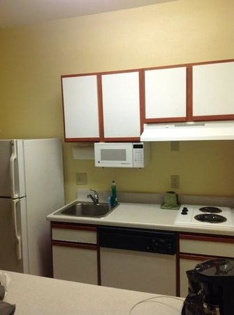 Hawthorn Suites by Wyndham Irving DFW South: kitchen