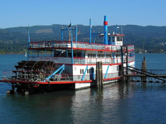 The Columbia Gorge Riverboat : The sternwheeler at the dock.