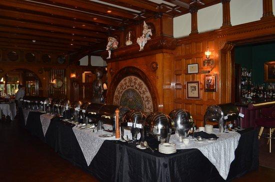 Edgar's Restaurant at Belhurst Castle: Buffet table