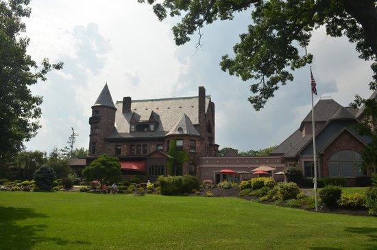 Edgar's Restaurant at Belhurst Castle : Belhurst from the back