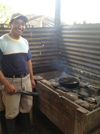 Jumbo Lodging: Luis Roasting coffee