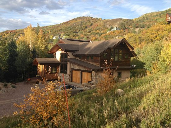 Chalet Val d'Isere: Views from the street