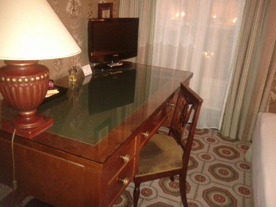 Hotel des Grands Hommes: work desk