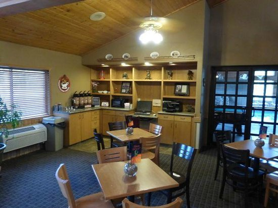 AmericInn Lodge & Suites Medora: Breakfast room