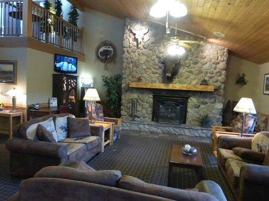 AmericInn Lodge & Suites Medora: Front lobby