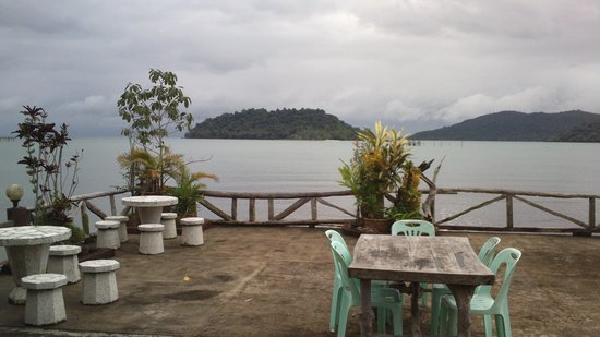 Rommai Chailay Resort & Seafood: View of the adjacent islands from restaurant deck.