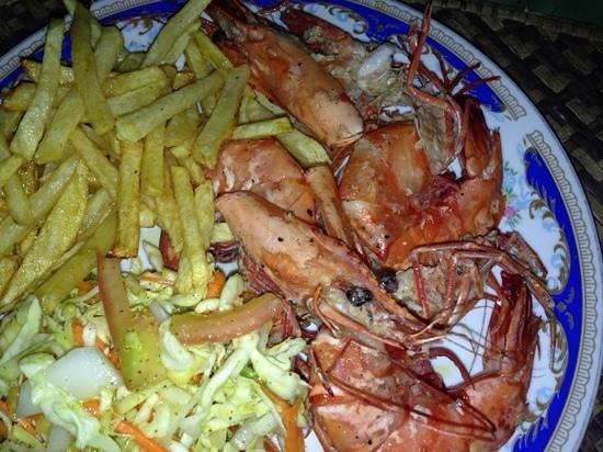 Lucullus Garden Restaurant: massive fresh prawns