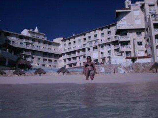 Bsea Cancun Plaza: muy buene playa y vista del hotel