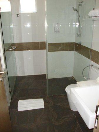 The ASHLEE Plaza Patong Hotel & Spa: Ванная