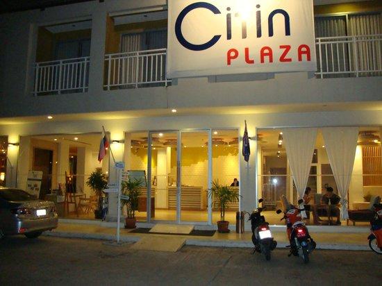 The ASHLEE Plaza Patong Hotel & Spa: Вид на отель