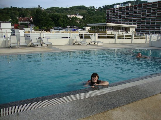 The ASHLEE Plaza Patong Hotel & Spa: Бассейн на крыше
