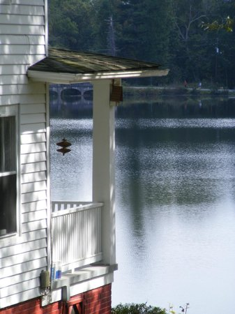 Mountain Lake Cottages: Lake view from the Main Inn House