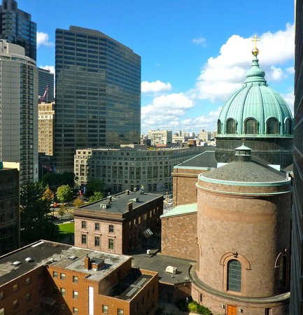 Sheraton Philadelphia Downtown Hotel: View of Cathedral from room 725