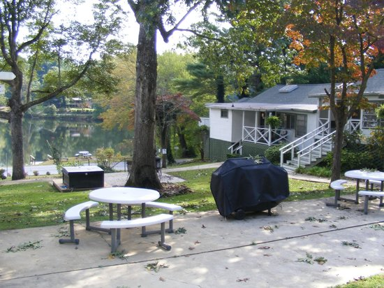 Mountain Lake Cottages: Cottages at the main house
