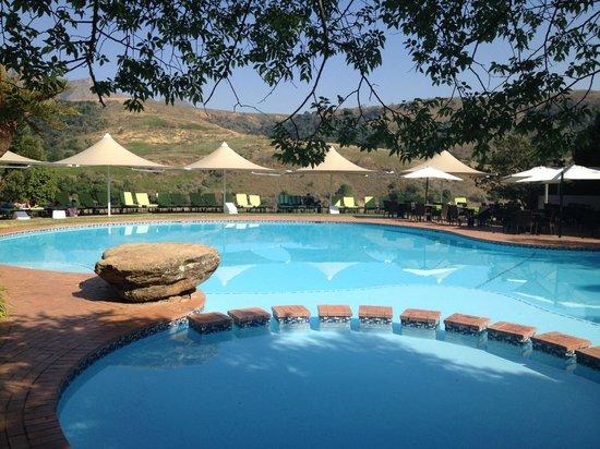 Drakensberg Sun Resort: Pool area
