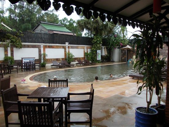 Lin Ratanak Angkor Hotel: Swimming pool