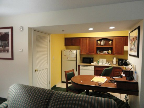 Residence Inn Albany Airport : Nice Kitchen
