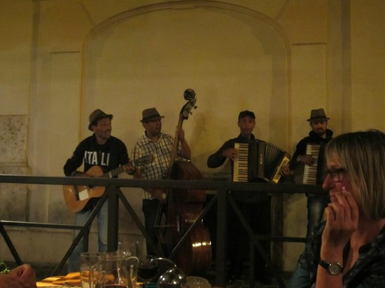 Gli Angeletti: Street musicians stopping outside the restaurant for a song...