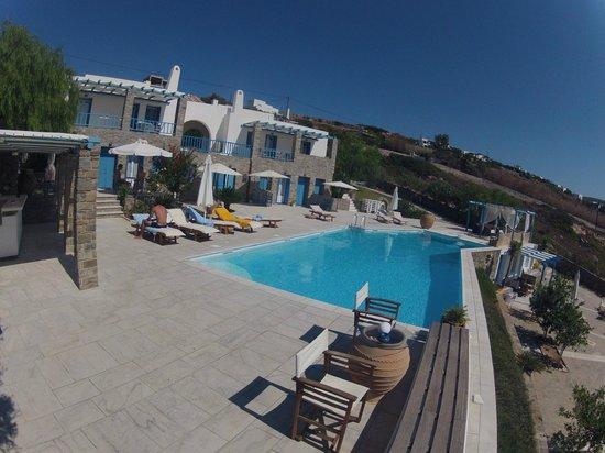 Aperado Vacation Rentals: Poolside