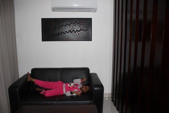 Kuta Ardenia Residence: Living Room