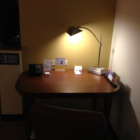 Hyatt Place Ft. Lauderdale Airport & Cruise Port: Desk with free internet+wifi